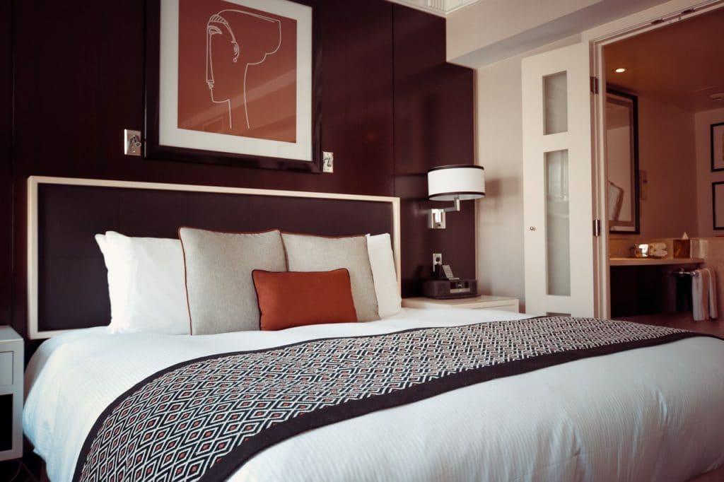 foto di camera per rappresentare quadri per case moderne