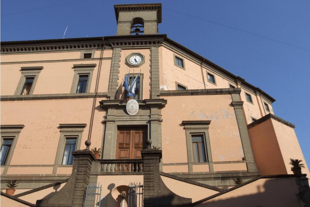 Compro e vendo antiquariato a Marino Laziale - Valutazione arredo d'antiquariato