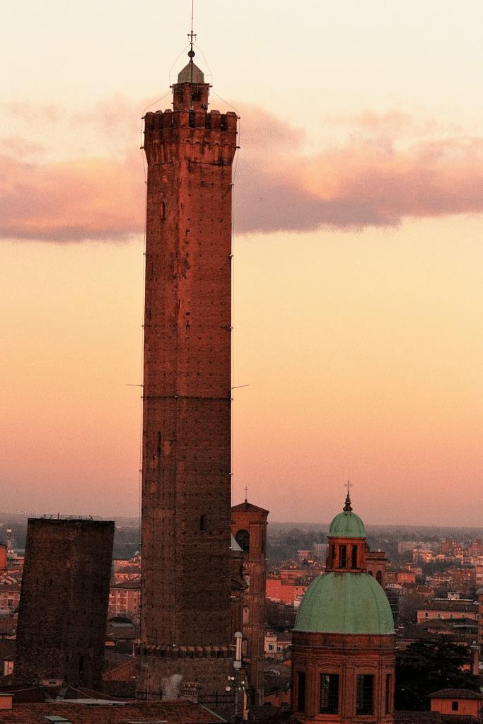 Torre degli asinelli - Antiquariato a Bologna e dintorni