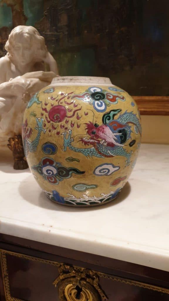 valutazione delle porcellane cinesi . vaso in porcellana policroma. Cina XIX secolo